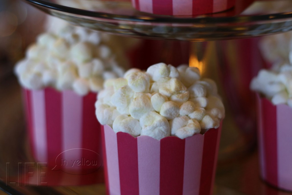 """""""popcorn"""" cupcakes for a pink and gold Oscar party 