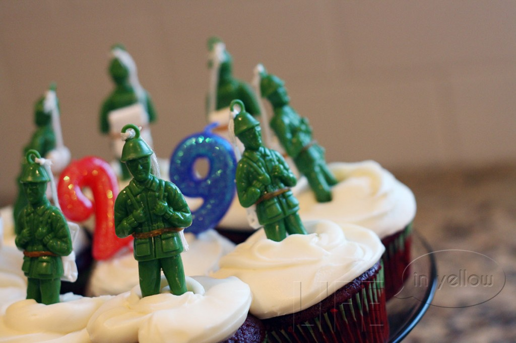 army men cupcakes | life in yellow