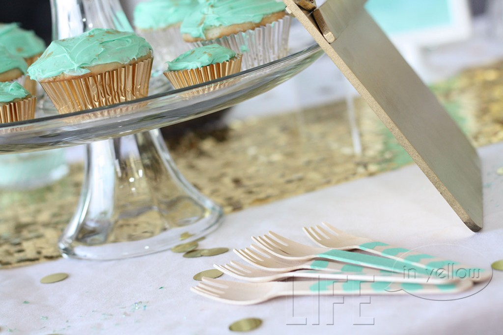 mint and gold oscar party | life in yellow