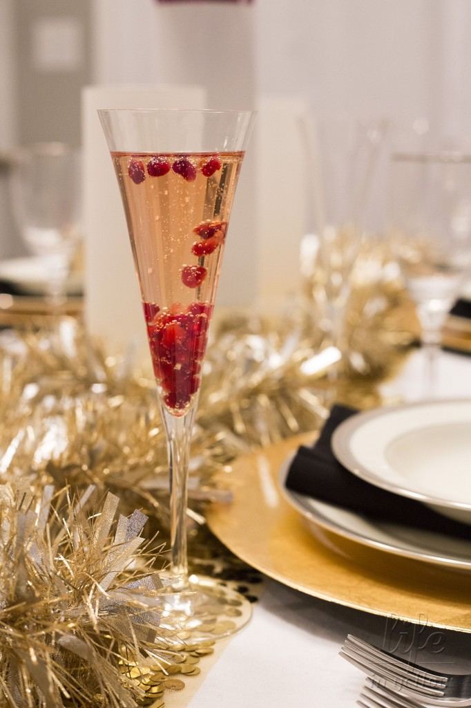 Pom Pop cocktail: champagne + pomegranate | www.29thanddelight.com