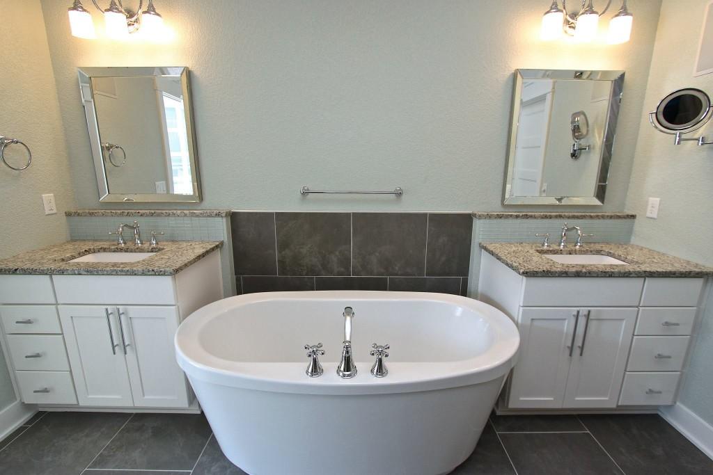 Master Bath | www.29thanddelight.com