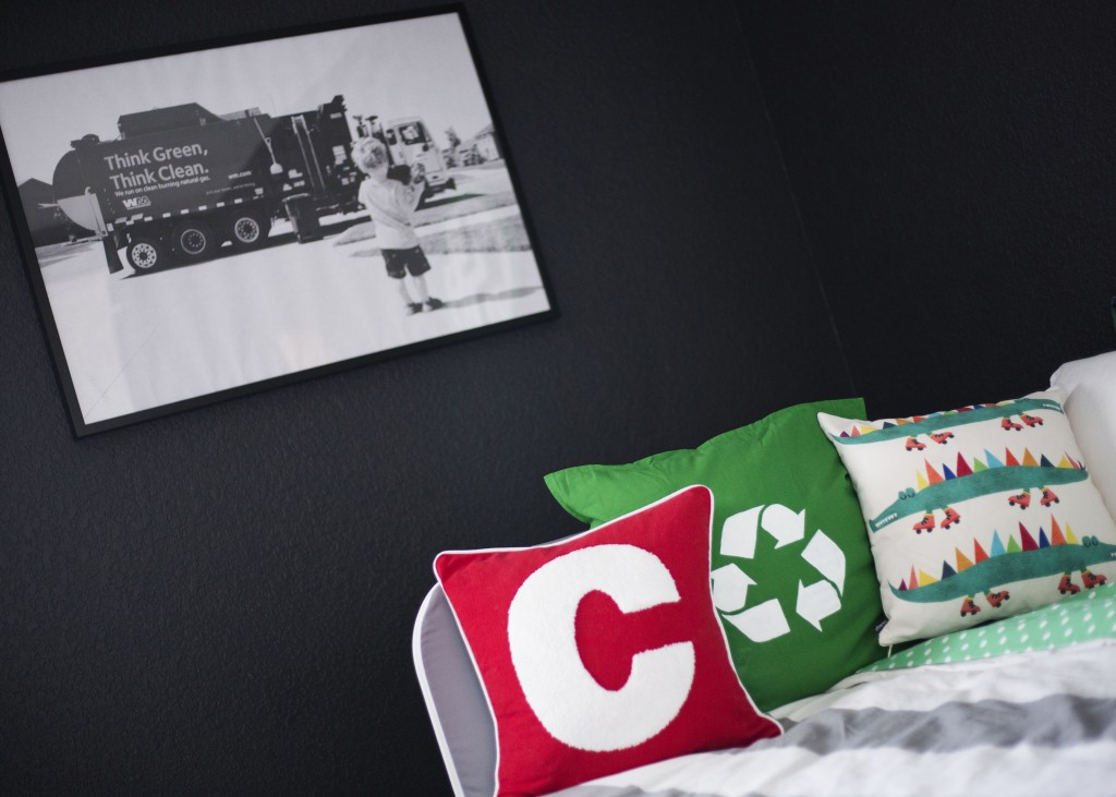 Big Kid Room Garbage Truck Theme | www.29thanddelight.com